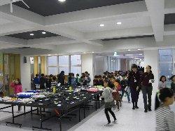 小学部児童の中学部展示の見学